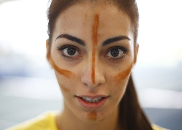 Miss Ecuador Virginia Limongi wears face paint during the Miss World sports competition at the Lee Valley sports complex in north London, November 26, 2014. (Photo by Andrew Winning/Reuters)