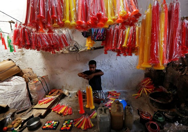 A worker packs candles, which are used to decorate temples and homes during Diwali, the Hindu festival of lights, at a candle-making factory in Kolkata, India October 23, 2016. (Photo by Rupak De Chowdhuri/Reuters)