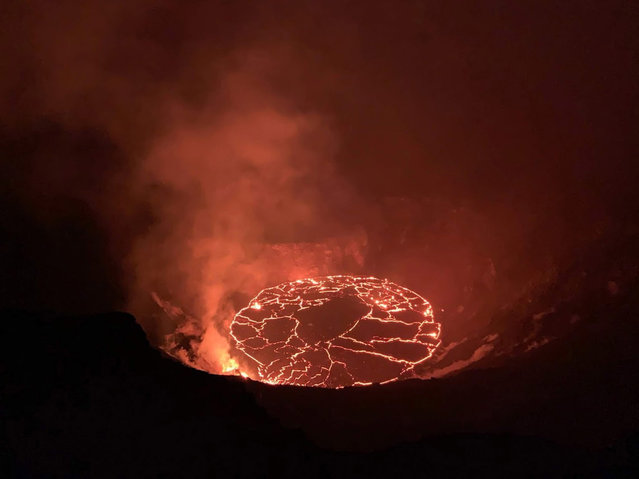 A handout photo made available by the United States Geological Survey (USGS) shows the continuing eruption in the Halema'uma'u crater at Kilauea volcano, Hawaii, USA, 28 December 2020 (issued 29 December 2020). At approximately 4:30 a.m. HST on 28 December, Hawaiian Volcano Observatory (HVO) field crews measured the lava lake as 179m deep. The Halema'uma'u crater erupted on 20 December 2020 after a 4.4 magnitude earthquake hit the south flank of the volcano. (Photo by D. Downs/EPA/EFE)
