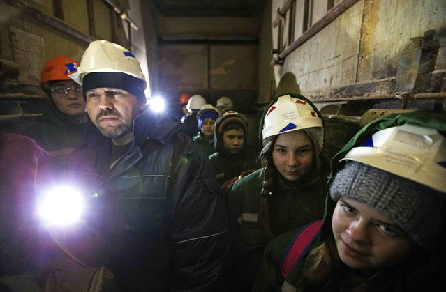 Children with doctors of Belarus' Republican Clinic of Speleotherapy descend into a salt mine near the town of Soligorsk, south of Minsk, February 19, 2015. (Photo by Vasily Fedosenko/Reuters)
