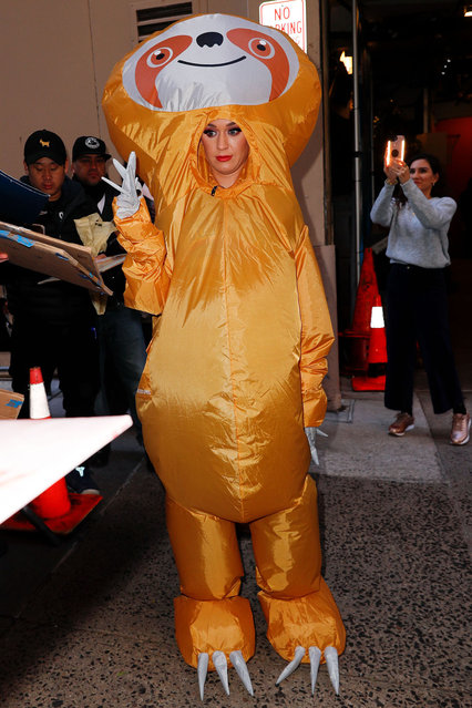 Katy Perry dresses up as a sloth for Halloween at Kelly and Ryan show in New York on October 30, 2018. (Photo by Jackson Lee/Splash News and Pictures)