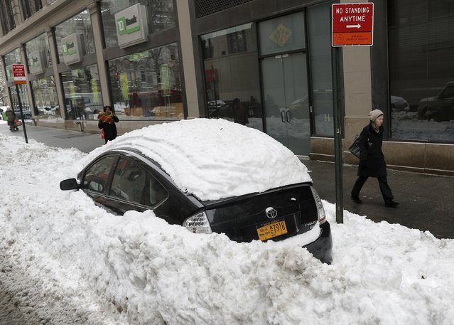 A New York City municipal car is buried in snow in lower Manhattan in New York January 25, 2016. (Photo by Brendan McDermid/Reuters)