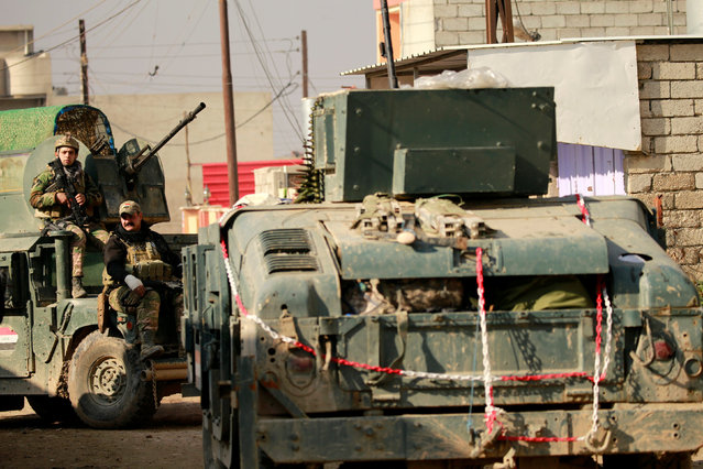 Iraqi rapid response forces are seen during battle with Islamic State militants in the Mithaq district of eastern Mosul, Iraq, January 3, 2017. (Photo by Thaier Al-Sudani/Reuters)