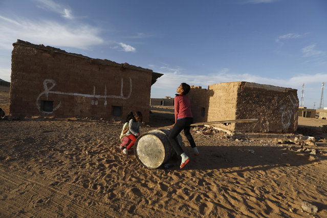 Indigenous Sahrawi girls play on an improvised see-saw at a refugee camp of Boudjdour in Tindouf, southern Algeria March 3, 2016. (Photo by Zohra Bensemra/Reuters)