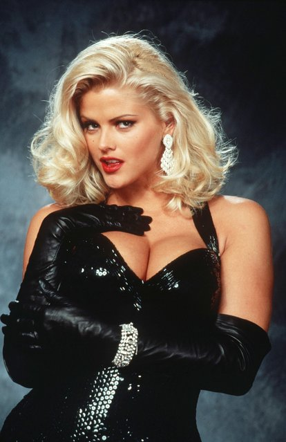 "Anna Nicole Smith in publicity portrait for the film ""Naked Gun 33 1/3: The Final Insult"", 1994. (Photo by Paramount/Rex Features/Shutterstock)"