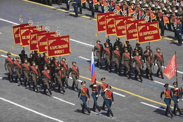 Banner unit soldiers march during the Victory Day parade at Red Square in Moscow, Russia, May 9, 2015. (Photo by Reuters/Host Photo Agency/RIA Novosti)