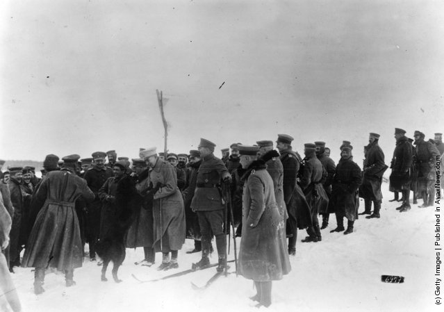 1914: German and Russian troops in a neutral area during a concert by a German military band