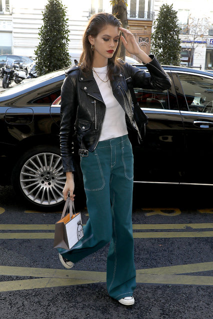 Model Kaia Gerber arrives at her hotel after the Chloe show on September 27, 2018 in Paris, France. (Photo by Pierre Suu/Getty Images)
