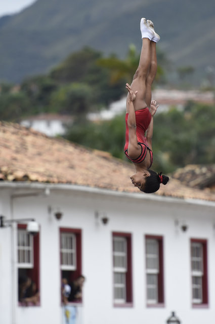 Children of the Aleijadinho Foundation practice with trampoline during celebrations for the arrival of the Olympic torch in Ouro Preto historic city in Minas Gerais, Brazil on May 13, 2016. (Photo by Douglas Magno/AFP Photo)