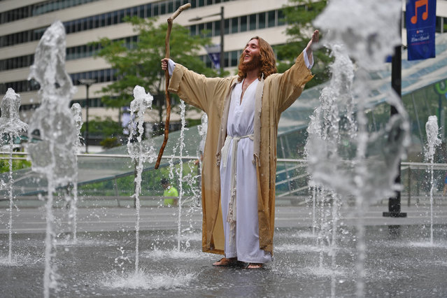 A man dressed a Jesus stands in a water fountain at City Hall on day four of the Democratic National Convention (DNC) on July 28, 2016 in Philadelphia, Pennsylvania. The convention officially began on Monday and has attracted thousands of protesters, members of the media and Democratic delegates to the City of Brotherly Love. (Photo by Jeff J. Mitchell/Getty Images)
