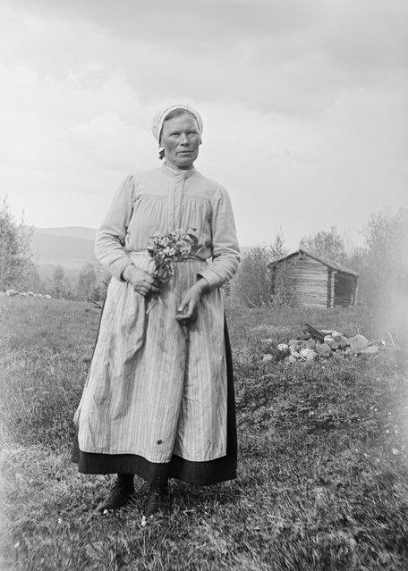 Greta Persson, Almo, Dalarna, Sweden, 1930. Greta Persson at a hut. Wife of the yeoman farmer Ollas Per Persson in Almo, Dalecarlia. (Photo by Einar Erici)