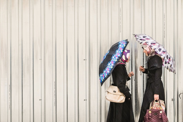 """""""Fashion Muslim"""". This picture, depicted in """"Faith"""", the most conservative district of Istanbul, represents how fashion and tradition can coexist. (Photo and caption by Simone Sapienza (Italy)/2014 Sony World Photography Awards)"""