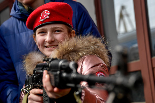Member of Yunarmiya youth military organisation aims a rifle by a train carrying weapons and military hardware seized from militants in Syria at Vladivostok railway station in Vladivostok, Russia on March 27, 2019. (Photo by Yuri Smityuk/TASS)