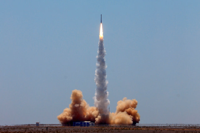 A rocket carrying two satellites lifts off from the Jiuquan Satellite Launch Centre in northwest China's Gansu province on July 25, 2019. A Chinese startup successfully launched the country's first commercial rocket capable of carrying satellites into orbit on July 25, as the space race between China and the US heats up. (Photo by AFP Photo/Stringer)