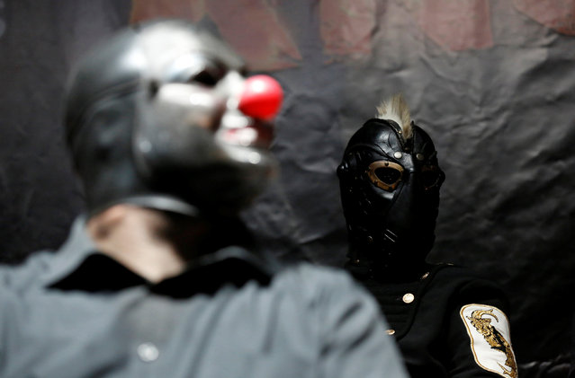 "Slipknot members Shawn Crahan (L) and Sid Wilson attend a news conference to announce ""Ozzfest Meets Knotfest"" music festival at the Hollywood Palladium in Los Angeles, U.S., May 12, 2016. (Photo by Mario Anzuoni/Reuters)"