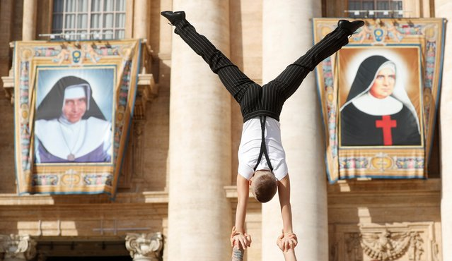 Members of the Circus perform during the weekly general audience at the Vatican, October 16, 2019. (Photo by Remo Casilli/Reuters)