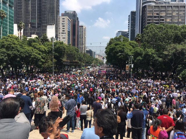 People fill Paseo de la Reforma after evacuating from their offices after an earthquake in Mexico City, Tuesday, September 19, 2017. (Photo by Anita Baca/AP Photo)
