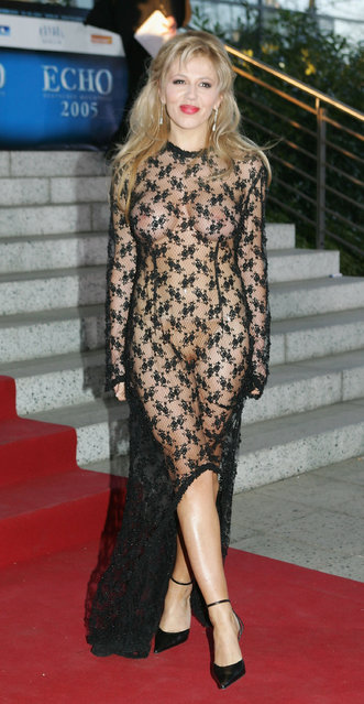 "Davorka Tovilo arrives for the ""ECHO"" 2005 German Music Awards (Deutscher Musikpreis) at the Estrel Convention Center on April 2, 2005 in Berlin, Germany. (Photo by Sean Gallup)"