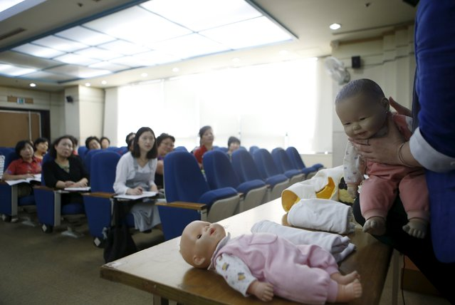 An instructor gives a lecture during a child care class for grandparents in Seoul, South Korea, September 1, 2015. (Photo by Kim Hong-Ji/Reuters)