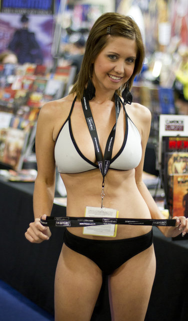Comic Con 2012 Booth Babe – aka Chrissy Marie