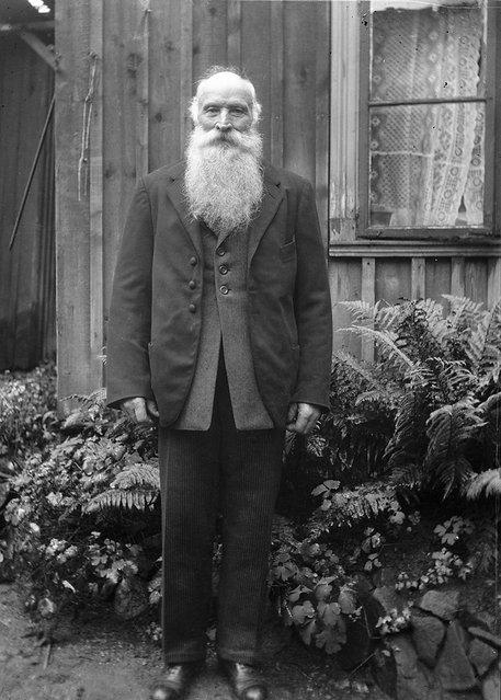The coachman C. P. Lundström, Gävle, Gästrikland, Sweden, outside a house, 1930. (Photo by Einar Erici)