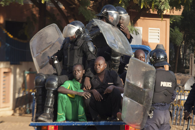 Police arrest anti-government protesters in Ouagadougou, capital of Burkina Faso, October 30, 2014. (Photo by Joe Penney/Reuters)