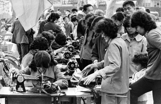 People offer sewing services at an open market in Quanzhou, Fujian province, in 1982. (Photo by Reuters/China Daily)