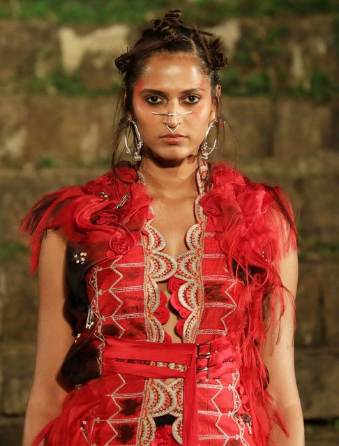 A model presents a creation by Indian designer Anamika Khanna during the grand finale of Lakme Fashion Week (LFW) Summer/Resort 2017 in Mumbai, India, 04 February 2018. (Photo by Divyakant Solanki/EPA/EFE)