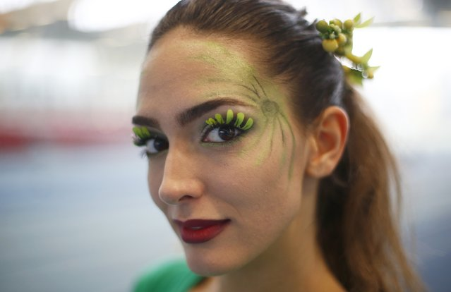 Miss Serbia Milika Vuklis wears face paint during the Miss World sports competition at the Lee Valley sports complex in north London, November 26, 2014. (Photo by Andrew Winning/Reuters)