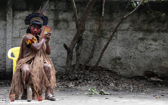 A native indian paints his face at the Brazilian Indian Museum in Rio de Janeiro, March 20, 2013. A native Indian community of around 30 individuals who have been living in the abandoned Indian Museum since 2006, were summoned to leave the museum in 72 hours by court officials since last Friday, local media reported. The group is fighting against the destruction of the museum, which is next to the Maracana Stadium. (Photo by Sergio Moraes/Reuters)