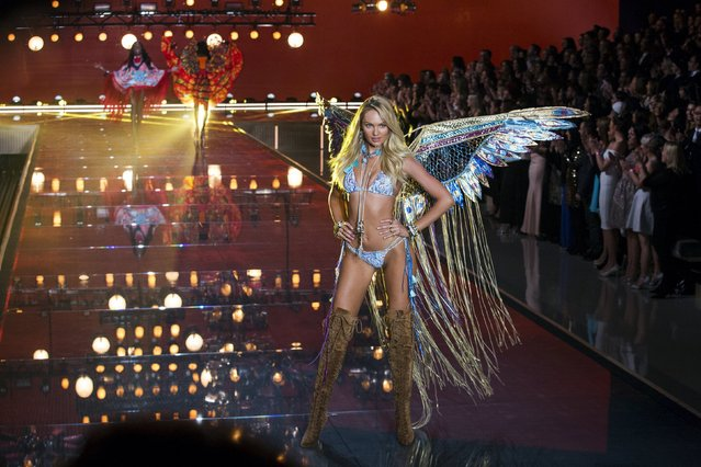 Model Candice Swanepoel presents a creation during the 2015 Victoria's Secret Fashion Show in New York, November 10, 2015. (Photo by Lucas Jackson/Reuters)