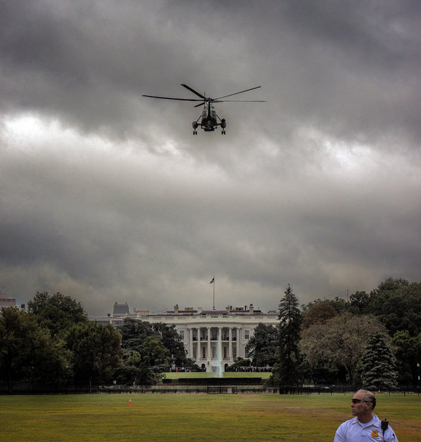 Marine One comes in for a landing at the White House as seen from the bottom of the Ellipse near Constitution avenue, on September, 25, 2014 in Washington, DC. (Photo by Bill O'Leary/The Washington Post)