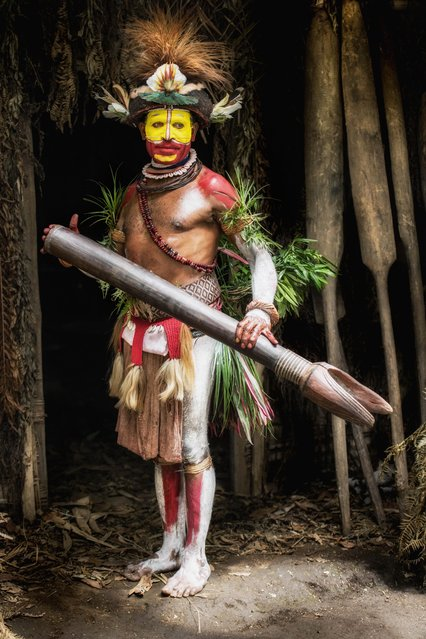 The Huli Wigmen paint their faces and bodies bright colours. (Photo by Trevor Cole/Media Drum World)