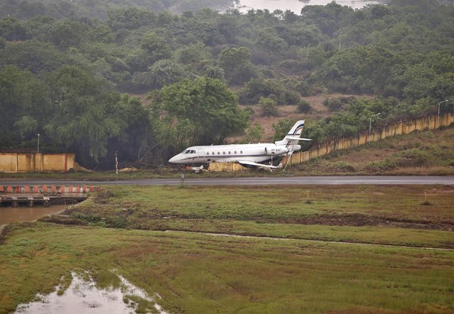 An aircraft is seen at the flood-affected airport in Chennai, India, December 6, 2015. (Photo by Anindito Mukherjee/Reuters)