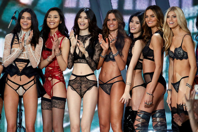 Models including Kendall Jenner, Izabel Goulart and Barbara Fialho applaud at the end of the 2016 Victoria's Secret Fashion Show at the Grand Palais in Paris, France, November 30, 2016. (Photo by Charles Platiau/Reuters)