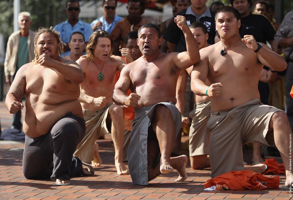 Vaka Departs On Pacific Voyage