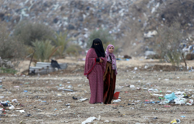 Palestinian women stand outside their dwellings in Khan Younis in the southern Gaza Strip December 19, 2016. (Photo by Ibraheem Abu Mustafa/Reuters)
