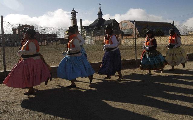 "In this November 28, 2013 photo, so-called ""traffic cholitas"" run laps during a training session in El Alto, Bolivia. (Photo by Juan Karita/AP Photo)"
