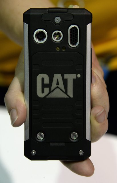 The D100 British made smart phone from Caterpillar is shown during the unveiled press preview event for the 2014 International Consumer Electronics Show (CES) at the Mandalay Bay Convention Center in Las Vegas, Nevada, USA, 06 January 2014. (Photo by Michael Nelson/EPA)