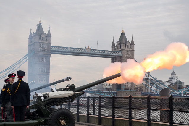 Members of the Honourable Artillery Company fire a 62 round royal gun salute from the Gun Wharf outside the Tower of London with Tower Bridge seen in the background to mark the anniversary of Queen Elizabeth II's accession to the throne in London on February 6, 2017. Queen Elizabeth II, the world's longest-reigning monarch, set a new record Monday as the first British sovereign to reach their sapphire jubilee, marking 65 years on the throne. (Photo by Chris J. Ratcliffe/AFP Photo)
