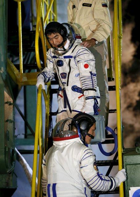 The International Space Station (ISS) crew members Kjell Lindgren of the U.S. (bottom) and Kimiya Yui of Japan (top) board the Soyuz TMA-17M spacecraft at the Baikonur cosmodrome, Kazakhstan, July 23, 2015. (Photo by Yuri Kochetkov/Reuters)