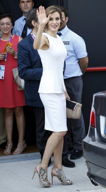 Spain Queen Letizia waves as she visits the Expo 2015 global fair in Milan, Italy, July 23, 2015. (Photo by Alessandro Garofalo/Reuters)