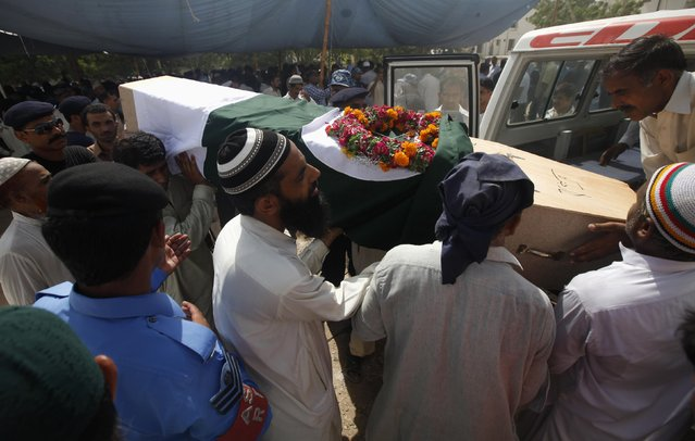 Relatives and Airport Security Force soldiers carry the coffin of their colleague killed in the Taliban attack on Jinnah International Airport, as they head for the burial ceremony in Karachi, June 9, 2014. REUTERS/Athar Hussain