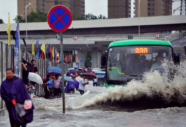 A bus goes through a flooded street in Wuhan, Hubei province, China July 6, 2016. (Photo by Reuters/China Daily)