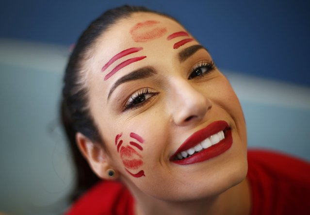Miss Brazil Julia Gama wears face paint during the Miss World sports competition at the Lee Valley sports complex in north London, November 26, 2014. (Photo by Andrew Winning/Reuters)