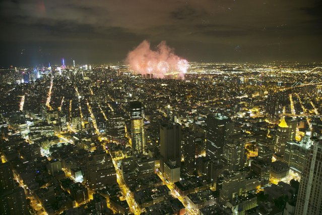 Macy's Fourth of July fireworks light up the sky over Manhattan, Saturday, July 4, 2015 in New York in a view from One World Observatory. (Photo by Mark Lennihan/AP Photo)