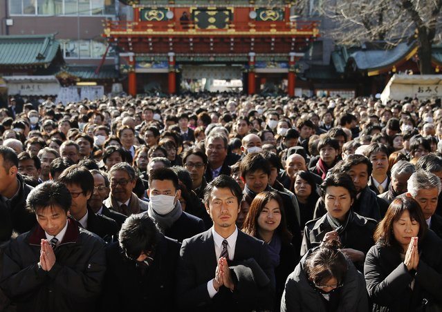 People offer prayers at the start of the new business year at Kanda Myojin Shrine in Tokyo January 5, 2015. (Photo by Toru Hanai/Reuters)