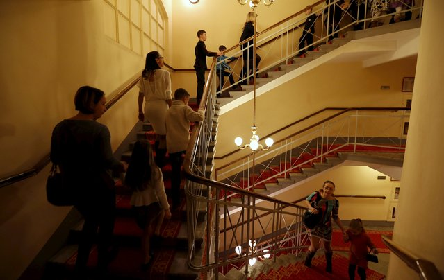 """People walk up a staircase during the intermission of Nacho Duato's ballet """"The Nutcracker"""" at the Mikhailovsky Theatre in St. Petersburg, Russia November 21, 2015. (Photo by Grigory Dukor/Reuters)"""