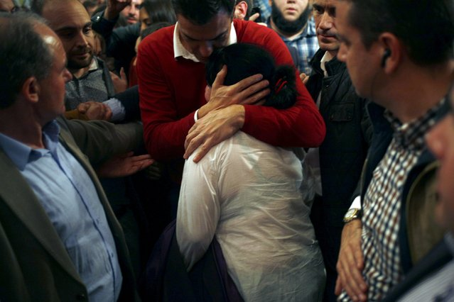 A woman is comforted by Spain's Socialist Party (PSOE) leader Pedro Sanchez, one of the four leading candidates for Spain's national election, as she cries at the end of an election campaign rally in Torremolinos, southern Spain, December 17, 2015. (Photo by Jon Nazca/Reuters)