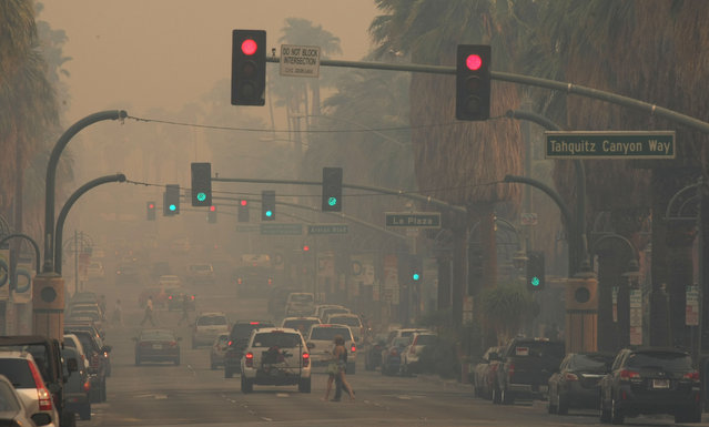 Smoke from the Silver Fire in Banning, Calif., blankets downtown Palm Springs, Calif.,Wednesday, August 7, 2013. (Photo by Michael Snyder/AP Photo/The Desert Sun)